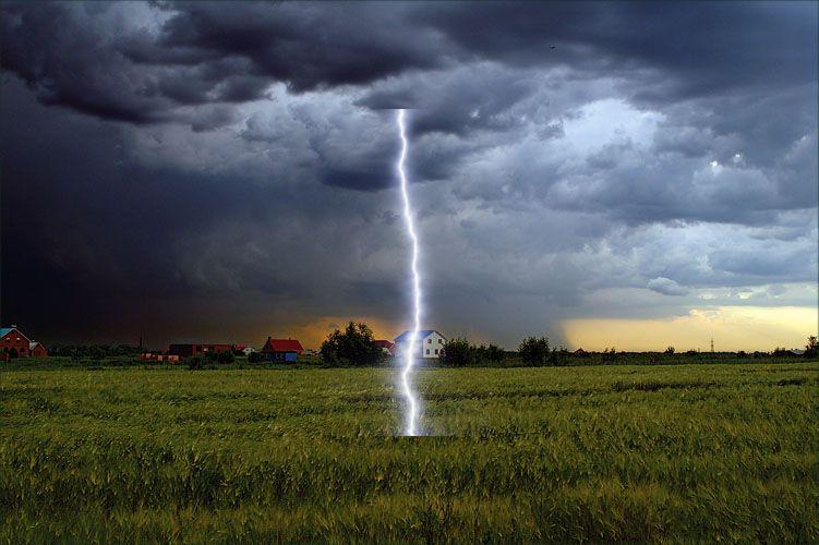 Молния в Рубцовском районе становится всё опаснее